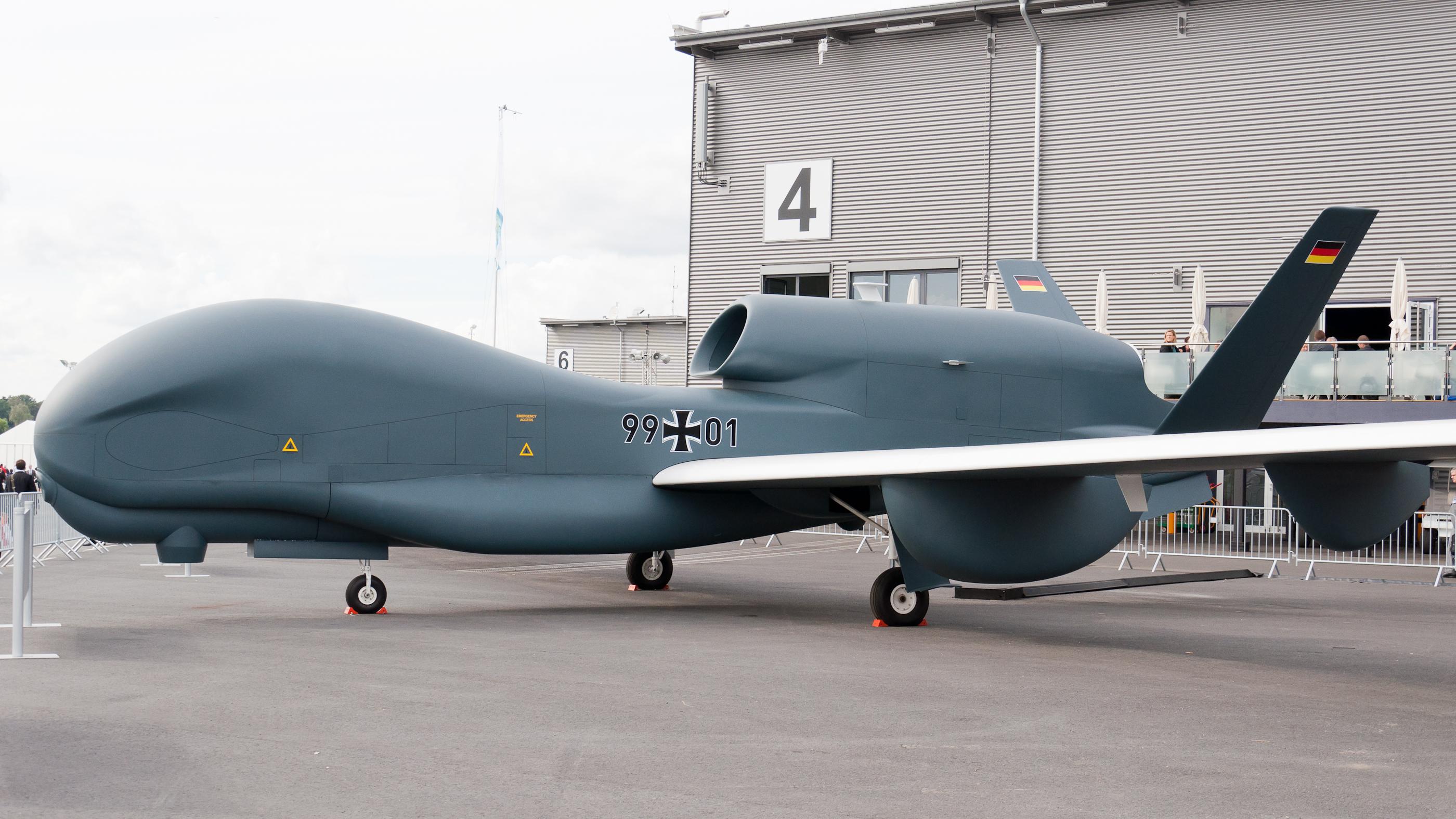 File:Luftwaffe 99-01 RQ-4B EuroHawk ILA 2012 1.jpg - Wikimedia Commons