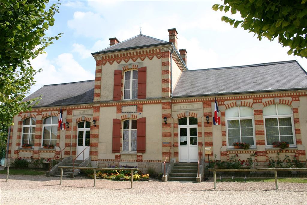 Mairie de Mesnil Saint Loup.JPG