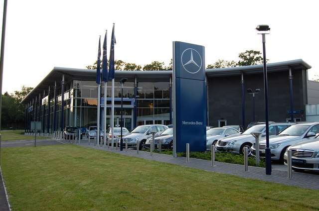 File mercedes dealership for Mercedes benz dealer northern blvd