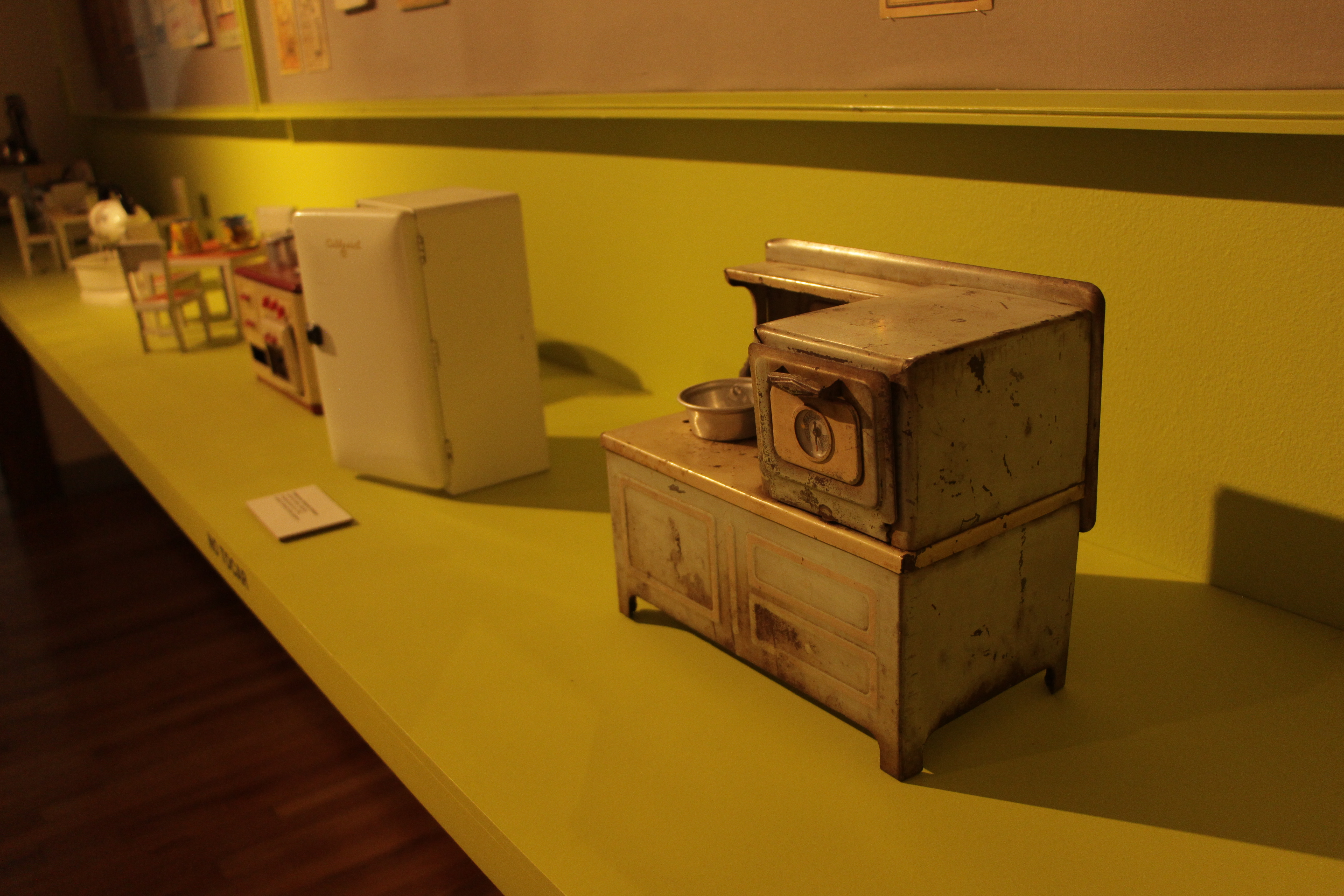 File:Miniature Kitchen Furniture At The MODO Museum