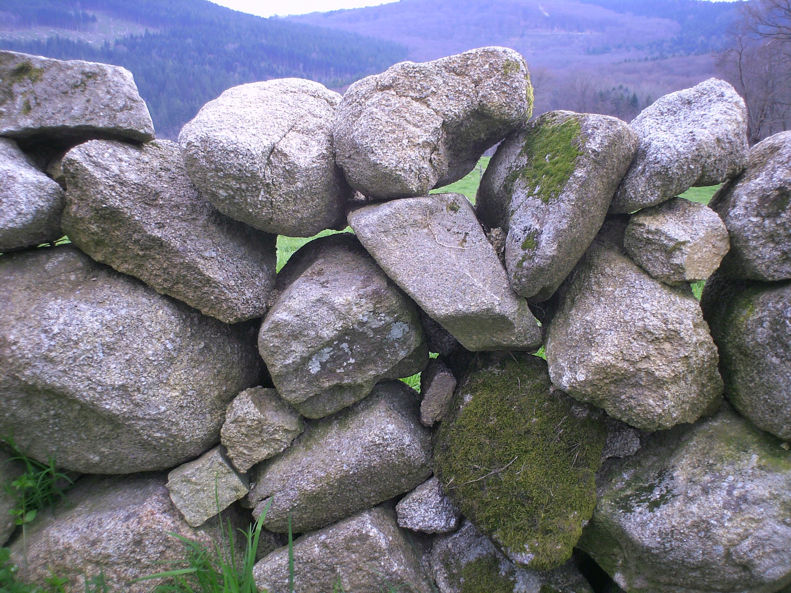 File mur de pierres s ches les bains sainte feyre 23 jpg wikimedia commons - Mur pierres apparentes ...
