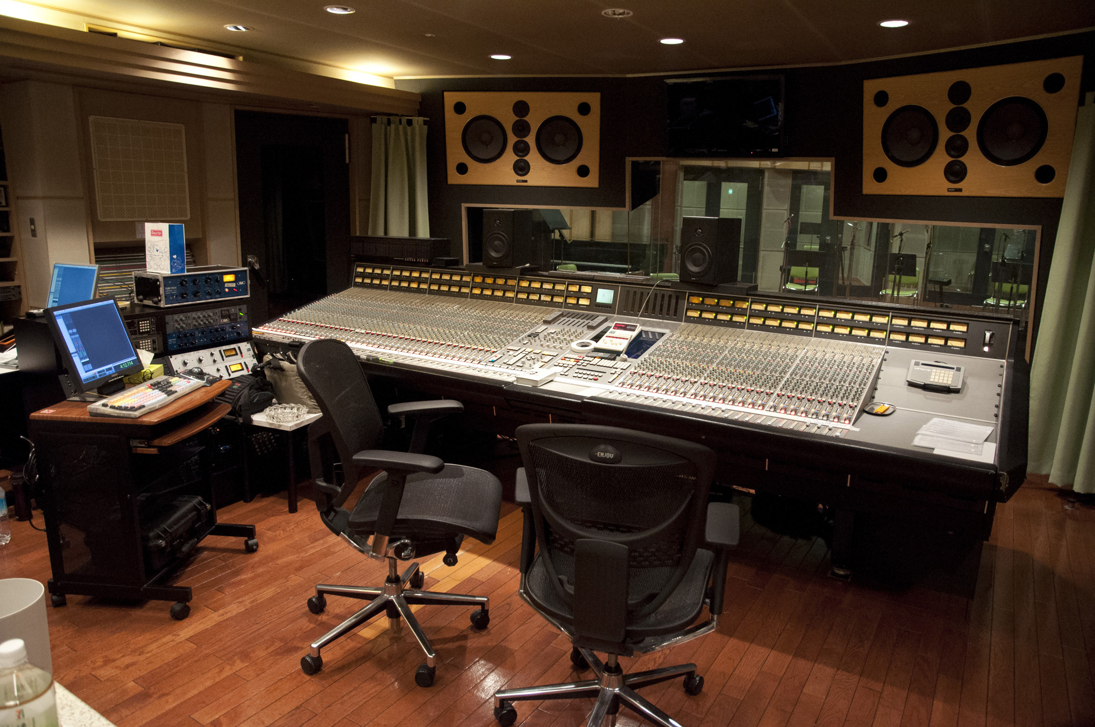 File:ONKIO HAUS Studio 1 Control Room with SSL SL9064J.jpg - Wikimedia ...