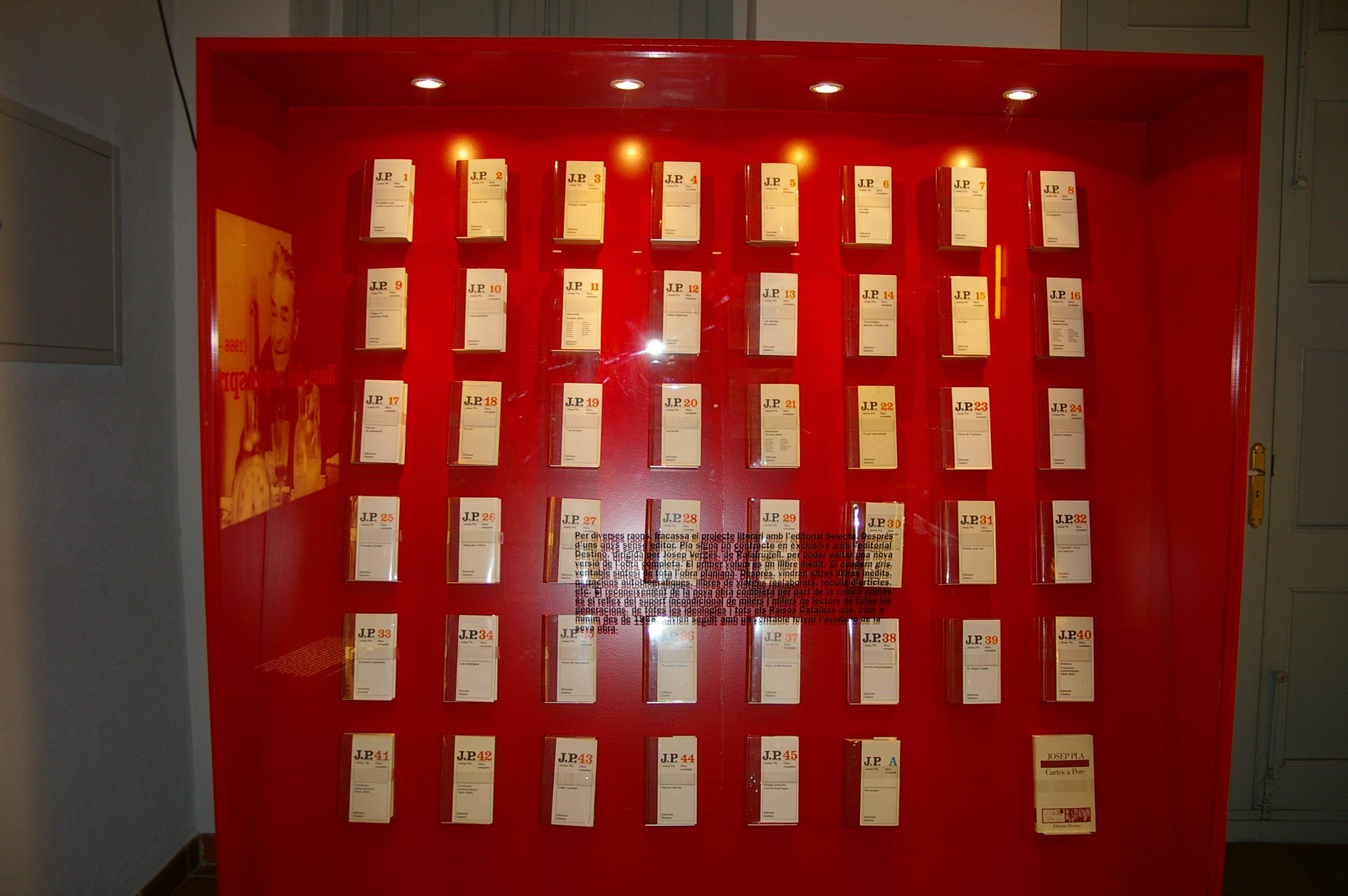 Los 47 volúmenes de la Obra Completa, expuestos en la Fundación Josep Pla de Palafrugell.