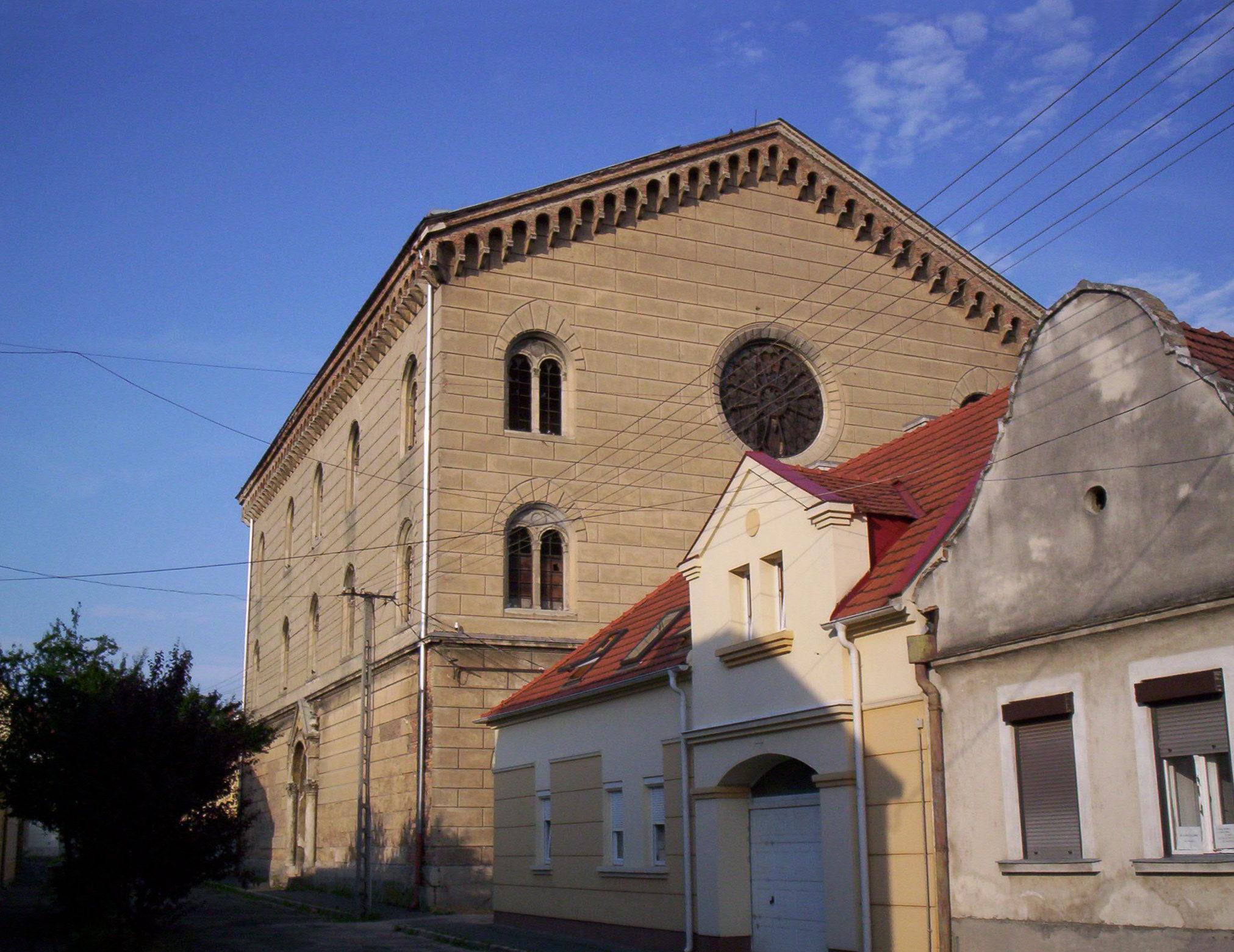 A Pápai Zsinagóga épülete