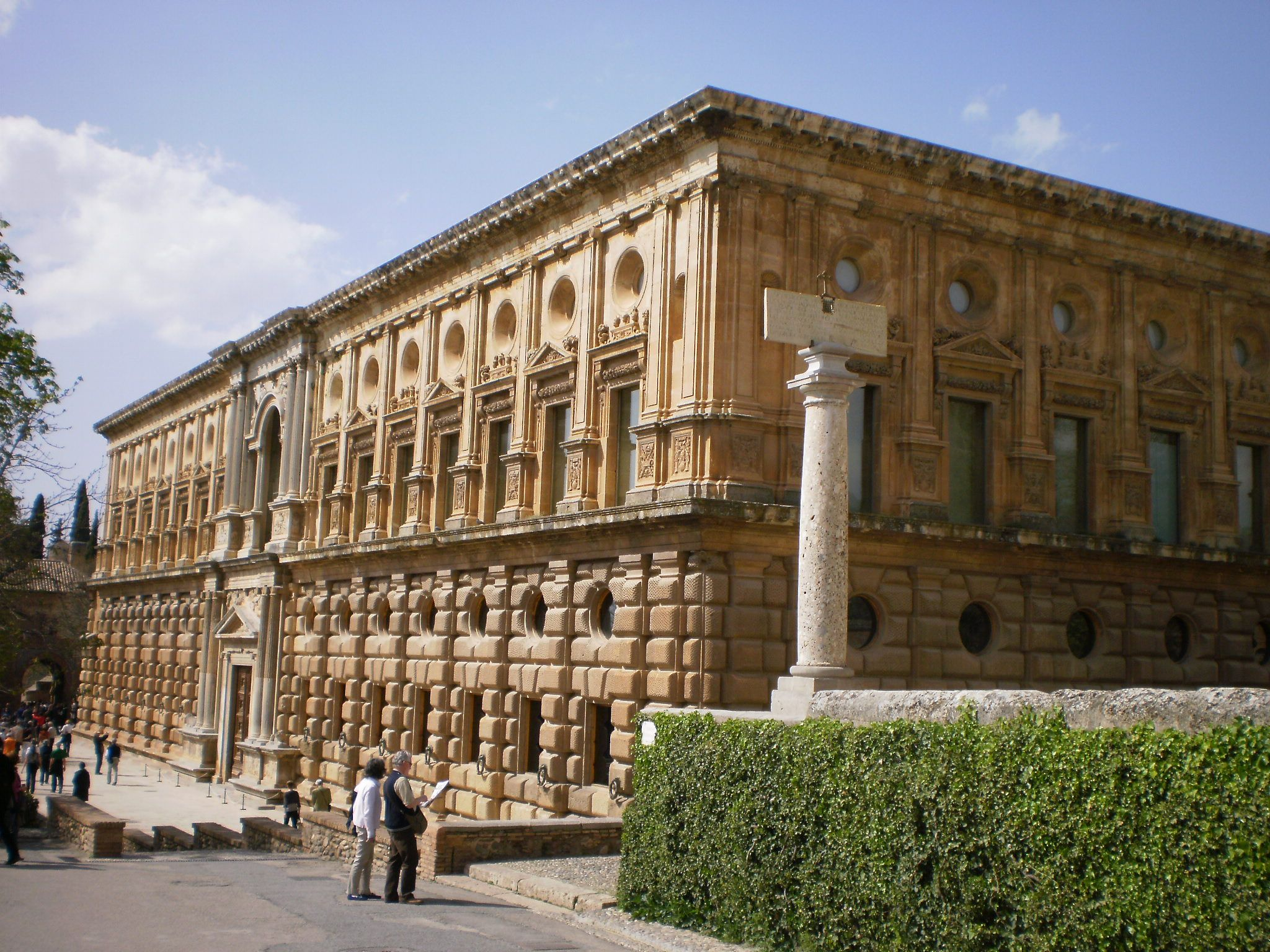 File:Palacio de Carlos V 01.JPG - Wikimedia Commons