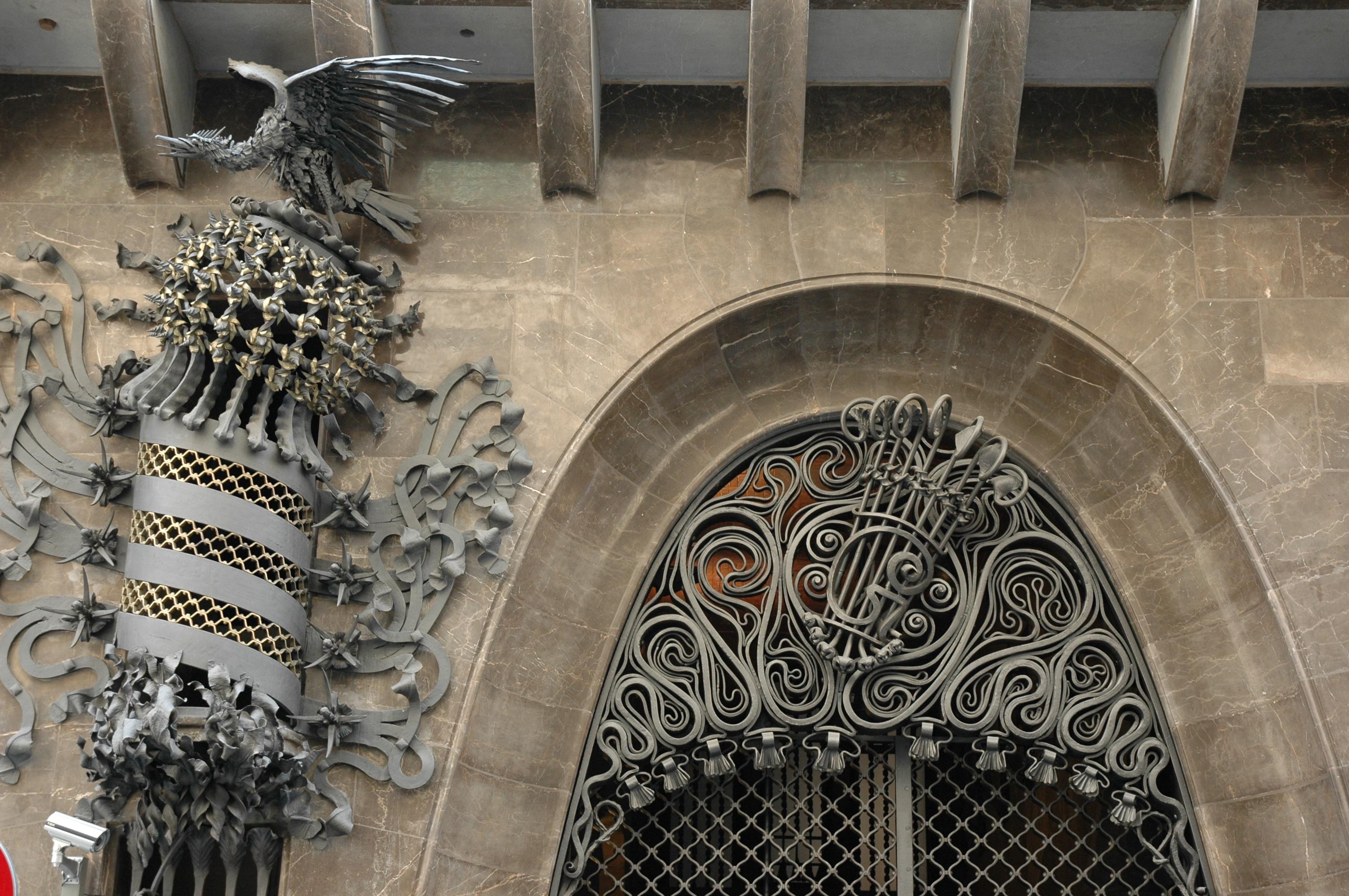 Forjats de la façana del Palau Guell (Fotografia: Josep Renalias)