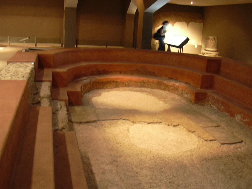 File piscina de las termas de zaragoza jpg wikimedia commons for Piscina publica zaragoza