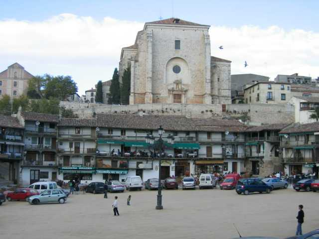 File:Plaza mayor de Chinchón.jpg