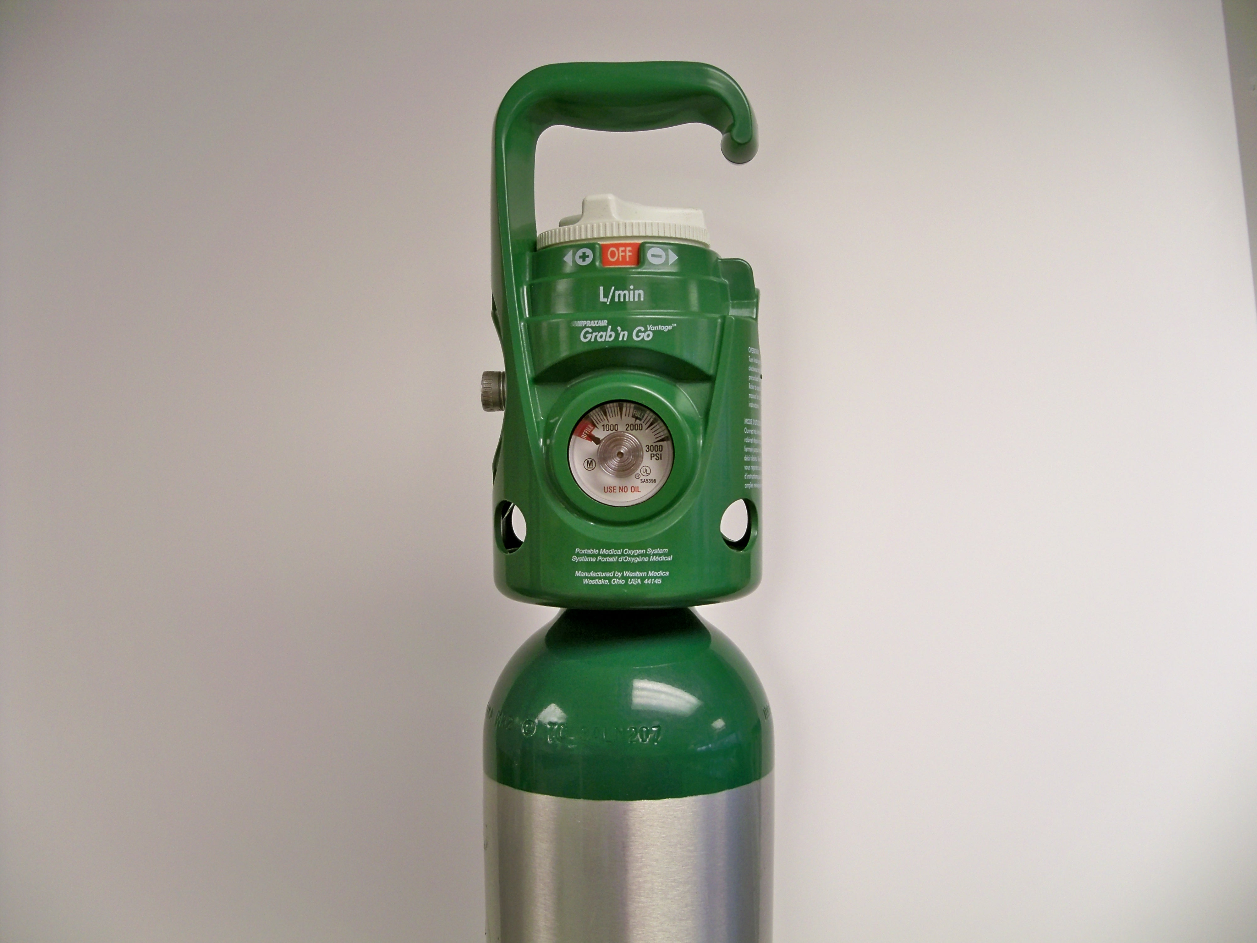 Green oxygen tank used for oxygen therapy
