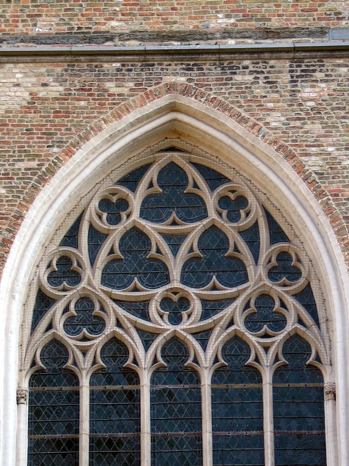 Reuleaux triangles on a window of Onze-Lieve-Vrouwekerk, Bruges 2.jpg