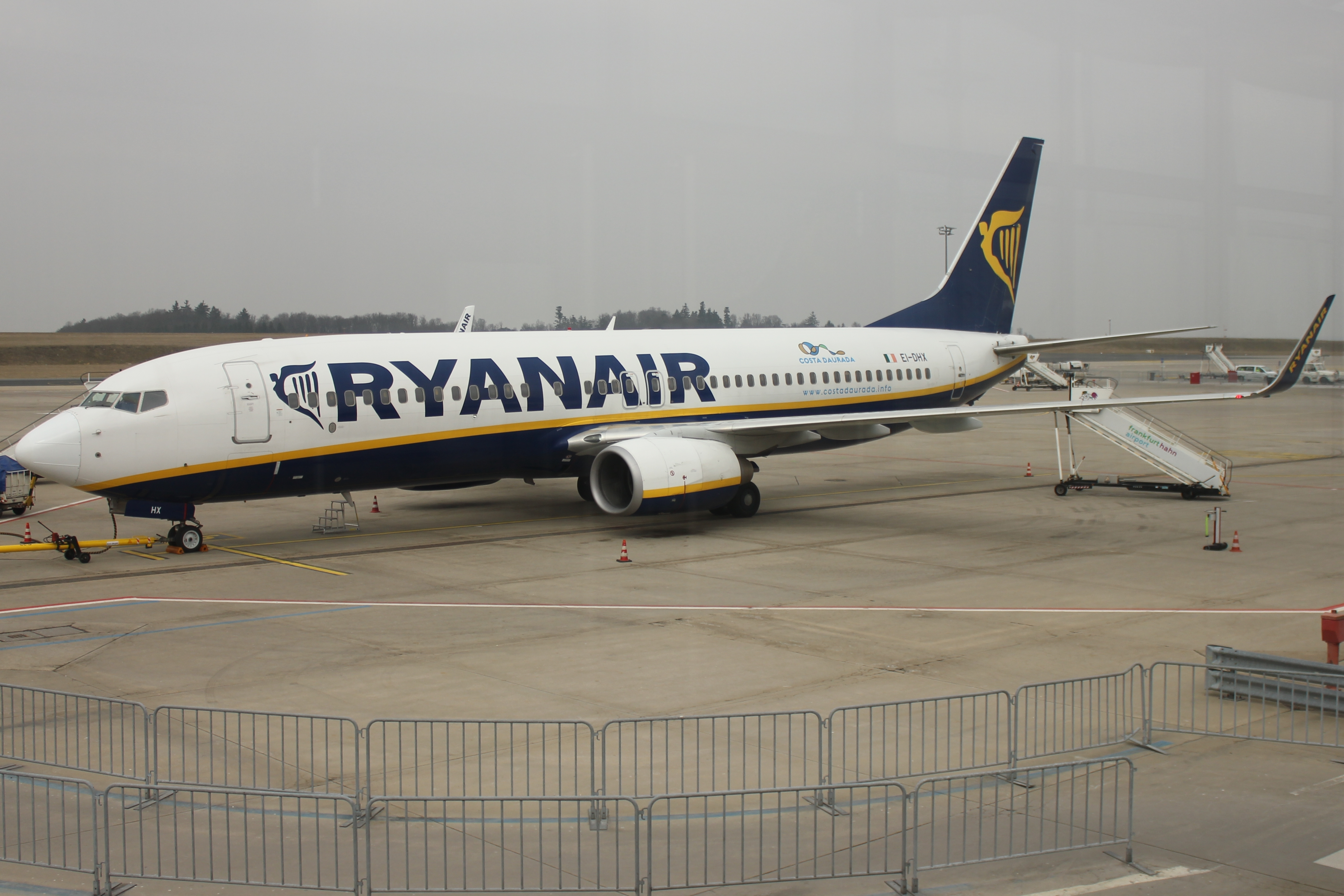 File:Ryanair 738 EI-DHX.JPG
