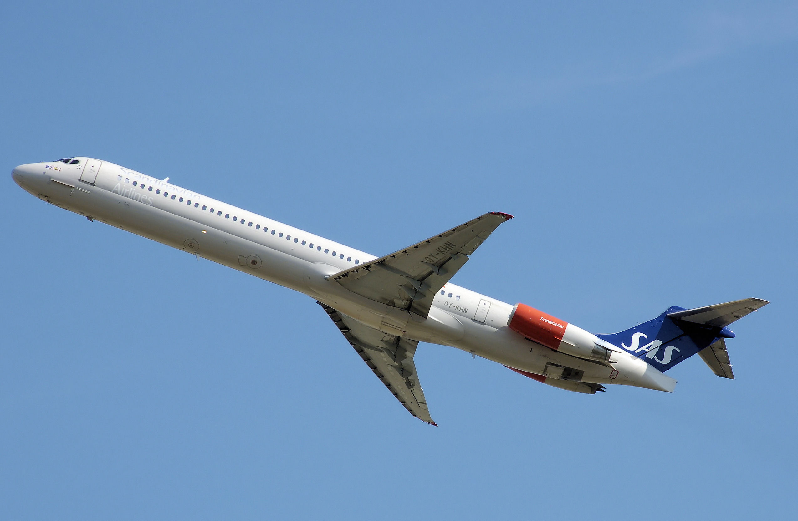 Scandinavian Airlines MD 81 taking off