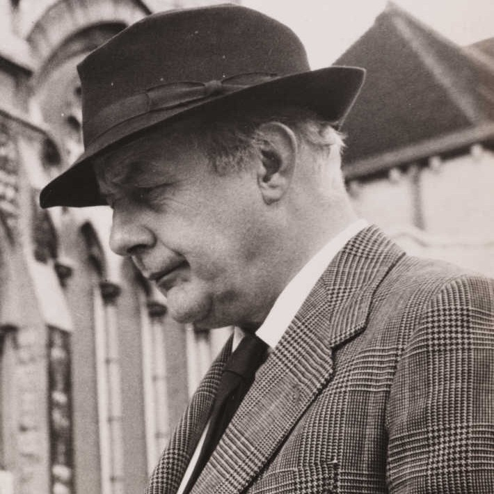 Head and shoulders, black and white profile picture of Betjeman