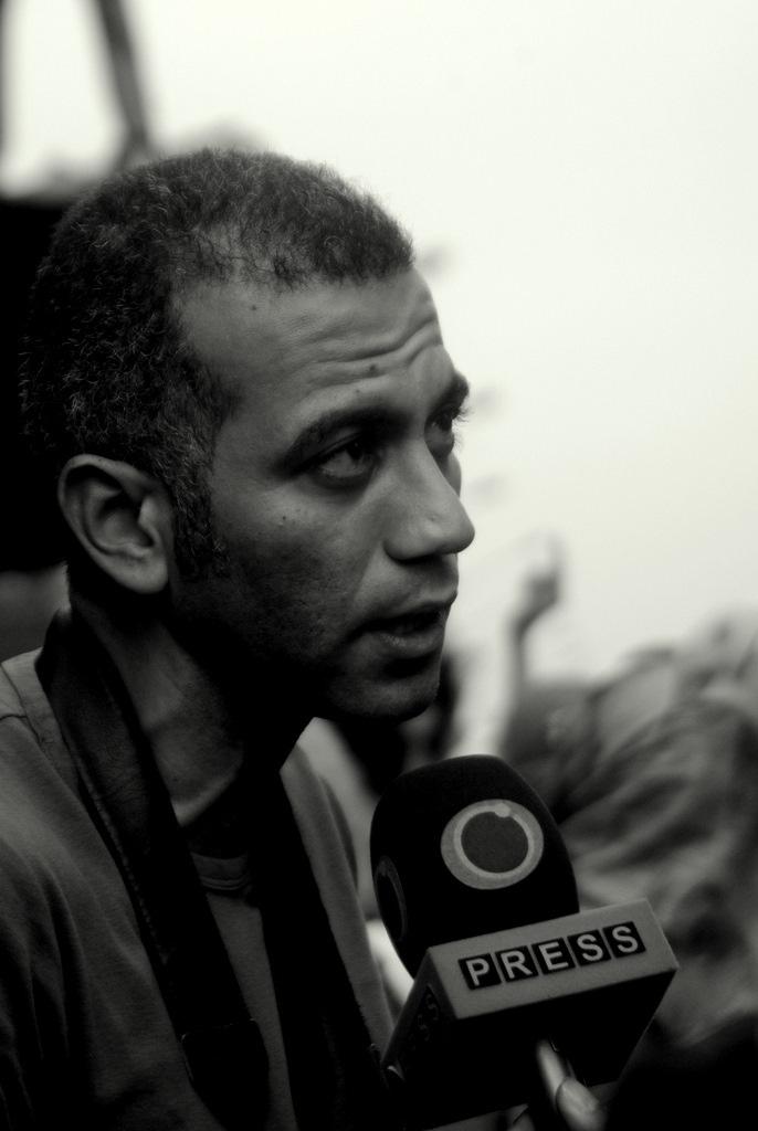 file socialist blogger and activist hossam el hamalawy talking to