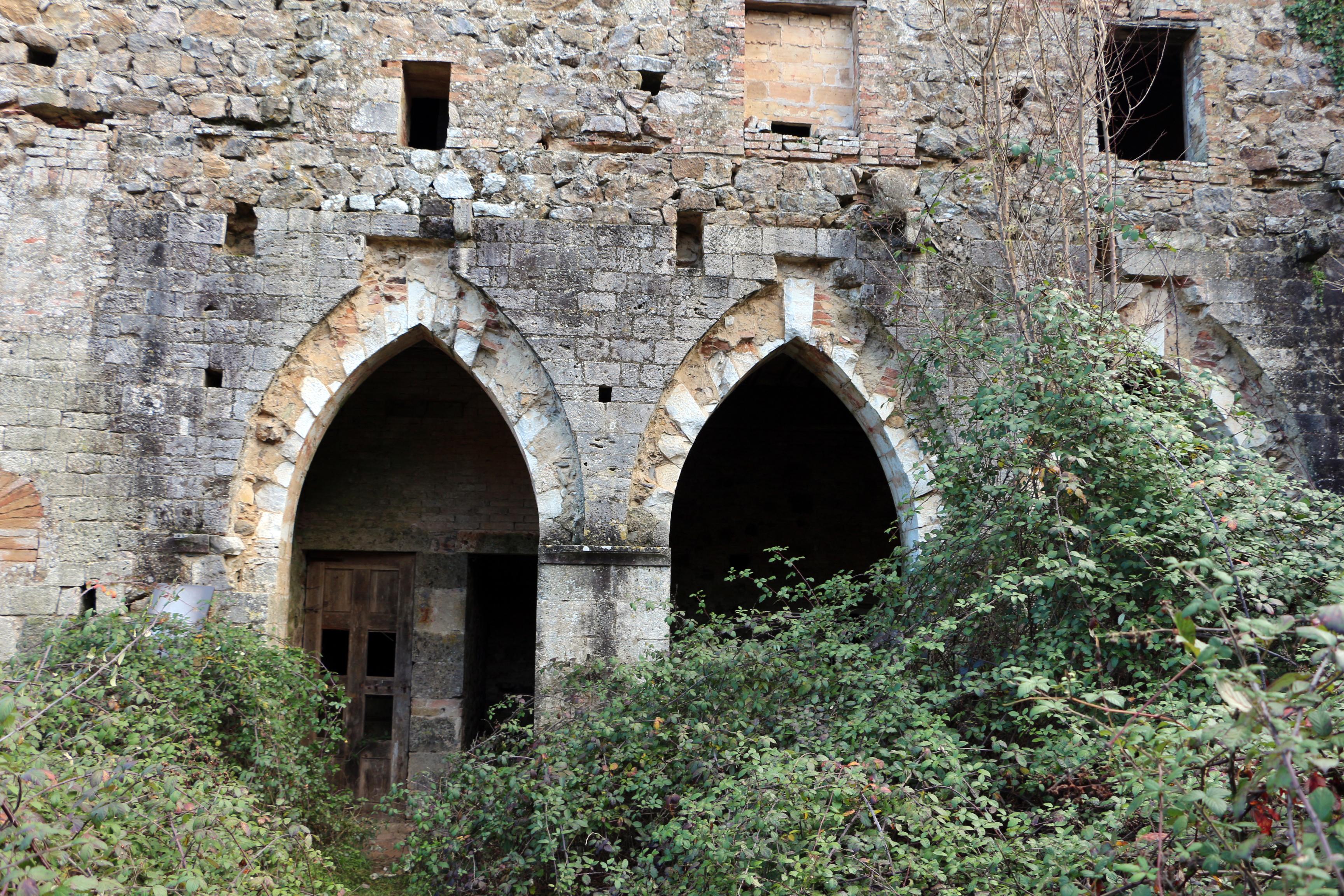 Eremo di Santa Lucia (Rosia), particolare degli archi