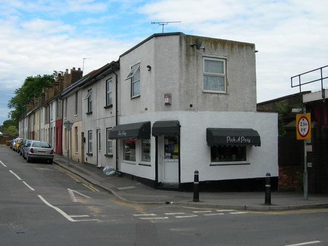 File:Stanhope Road, Strood - geograph.org.uk - 889495.jpg