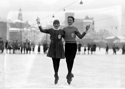 Kalus skating pair
