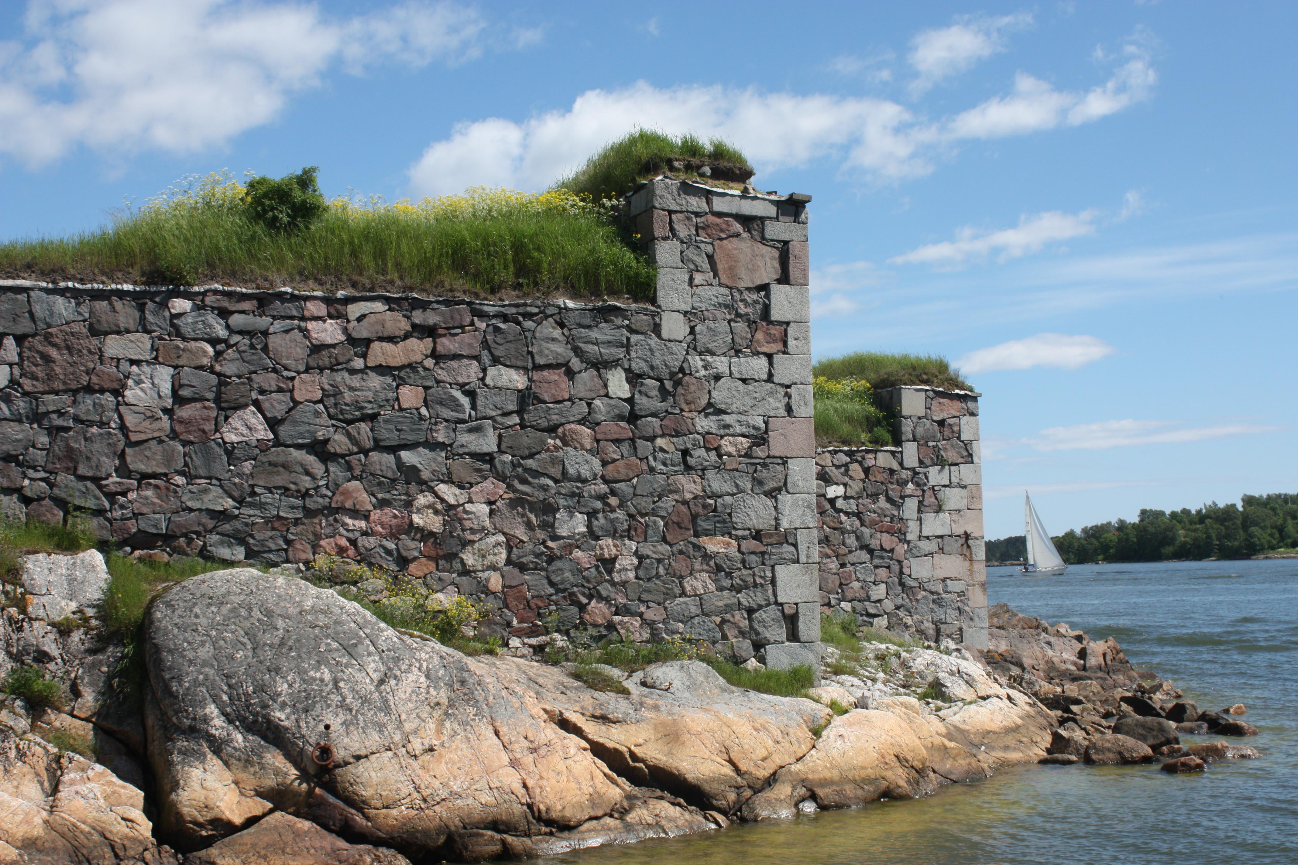 Suomenlinna muurit.jpg