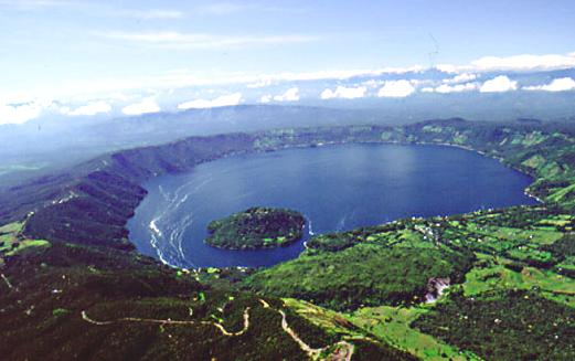 Coatepeque Caldera - Wikipedia