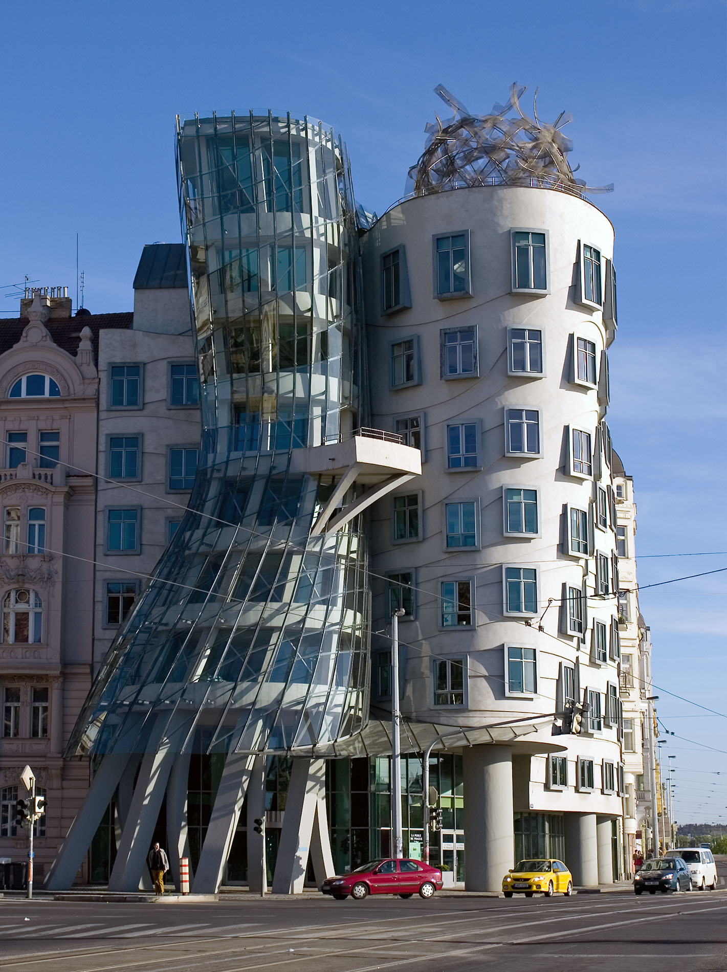 File:The Dancing House - Prague, Czech Republic ...