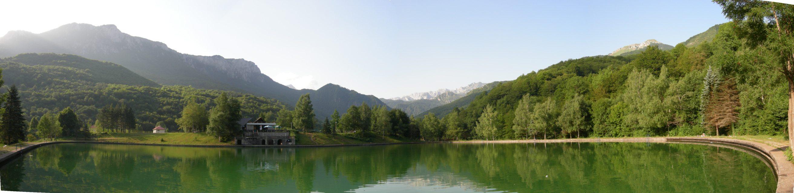 http://upload.wikimedia.org/wikipedia/commons/d/d0/Tjentiste-NP-Sutjeska-Bazen.JPG