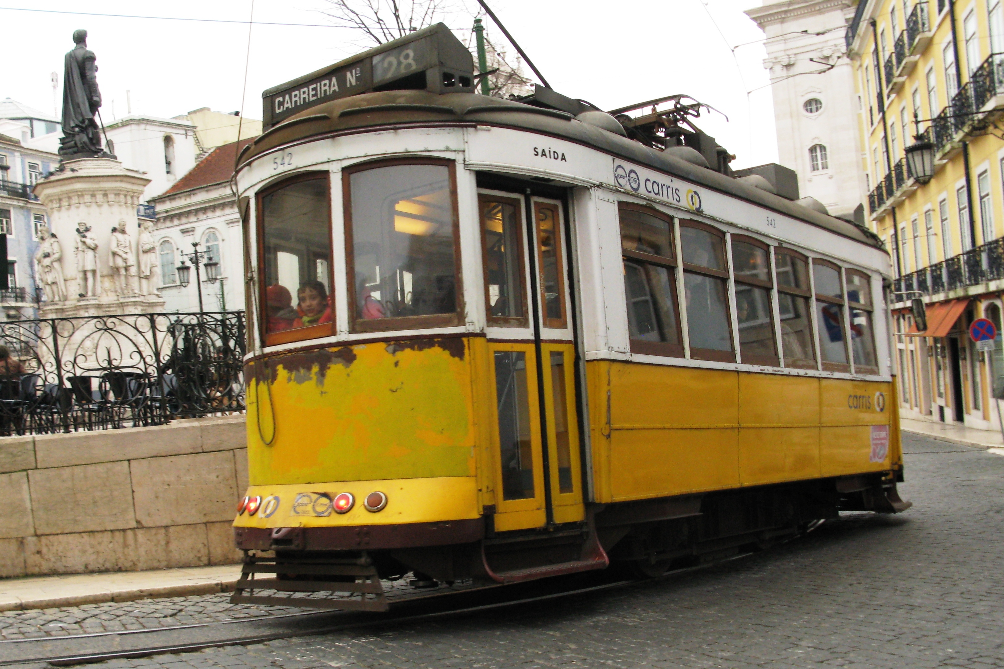 filetram lissabon aljpg wikimedia commons