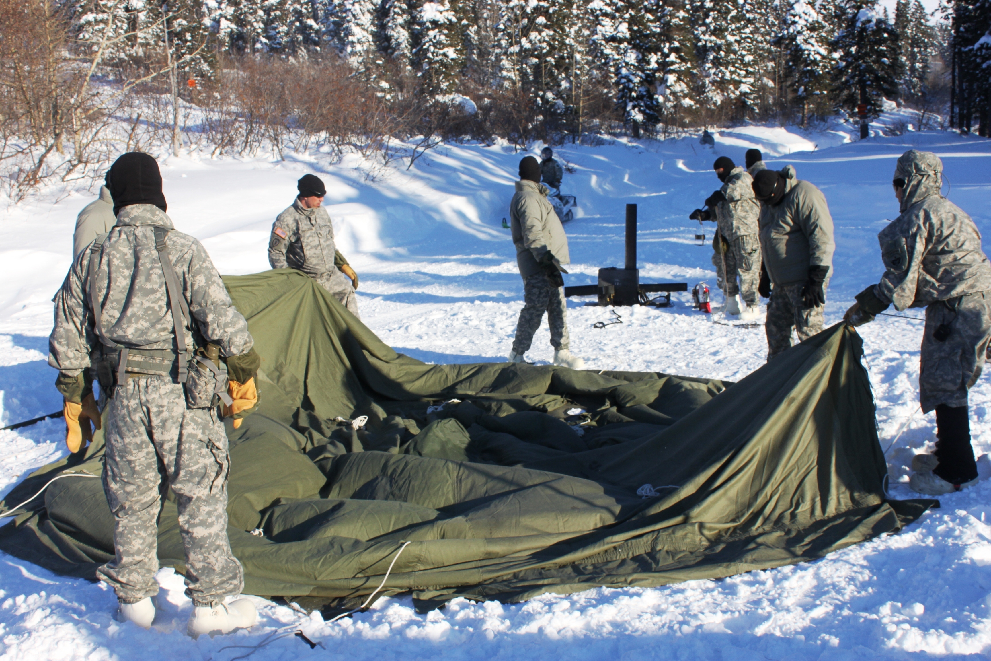 FileU.S. Soldiers assigned to the 4th Brigade Combat Team (Airborne) 25th Infantry Division work to assemble an Arctic 10-man tent as part of the Cold ... & File:U.S. Soldiers assigned to the 4th Brigade Combat Team ...