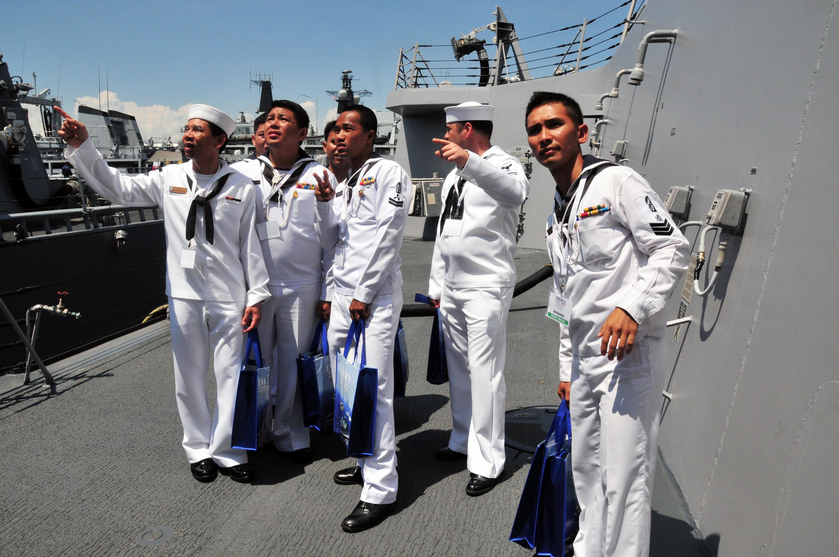 File:US Navy 090513-N-1488S-017 Ship's Serviceman Seaman ...