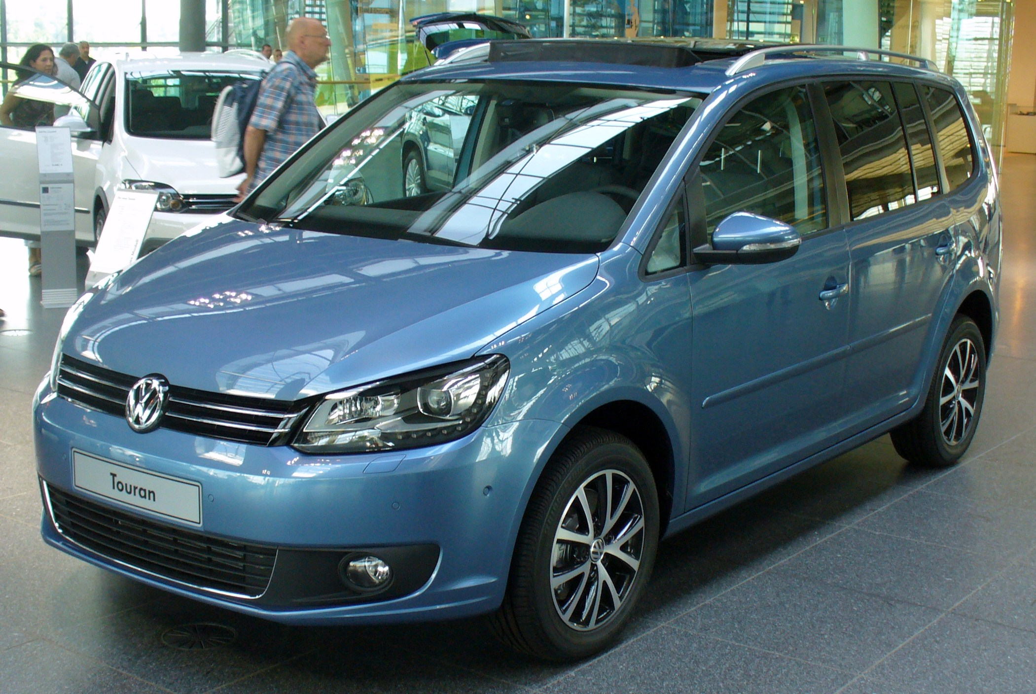 File Vw Touran Jpg Wikimedia Commons