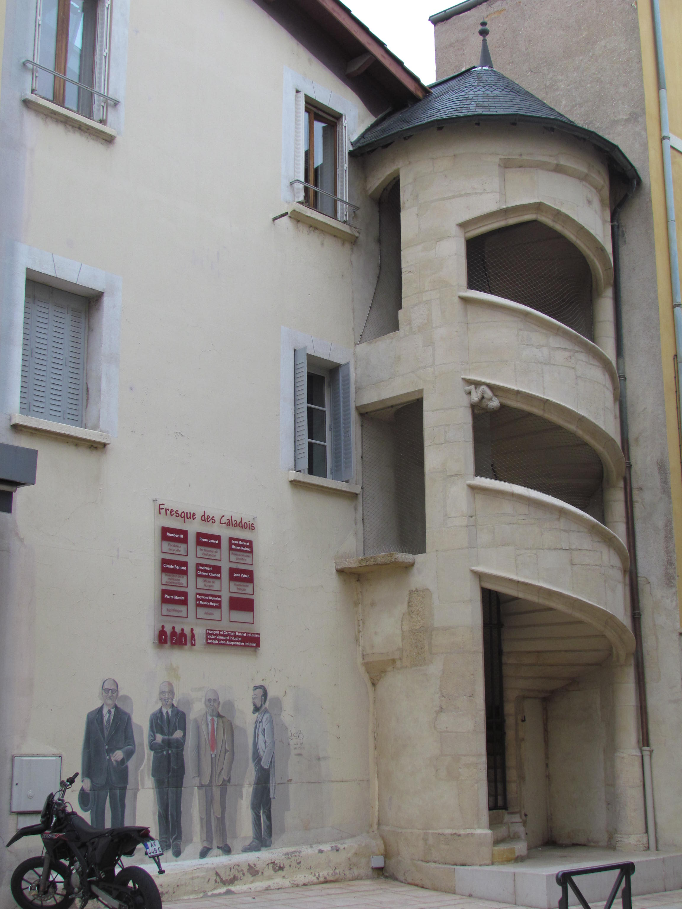 file villefranche sur sa ne escalier maison rue wikimedia commons. Black Bedroom Furniture Sets. Home Design Ideas