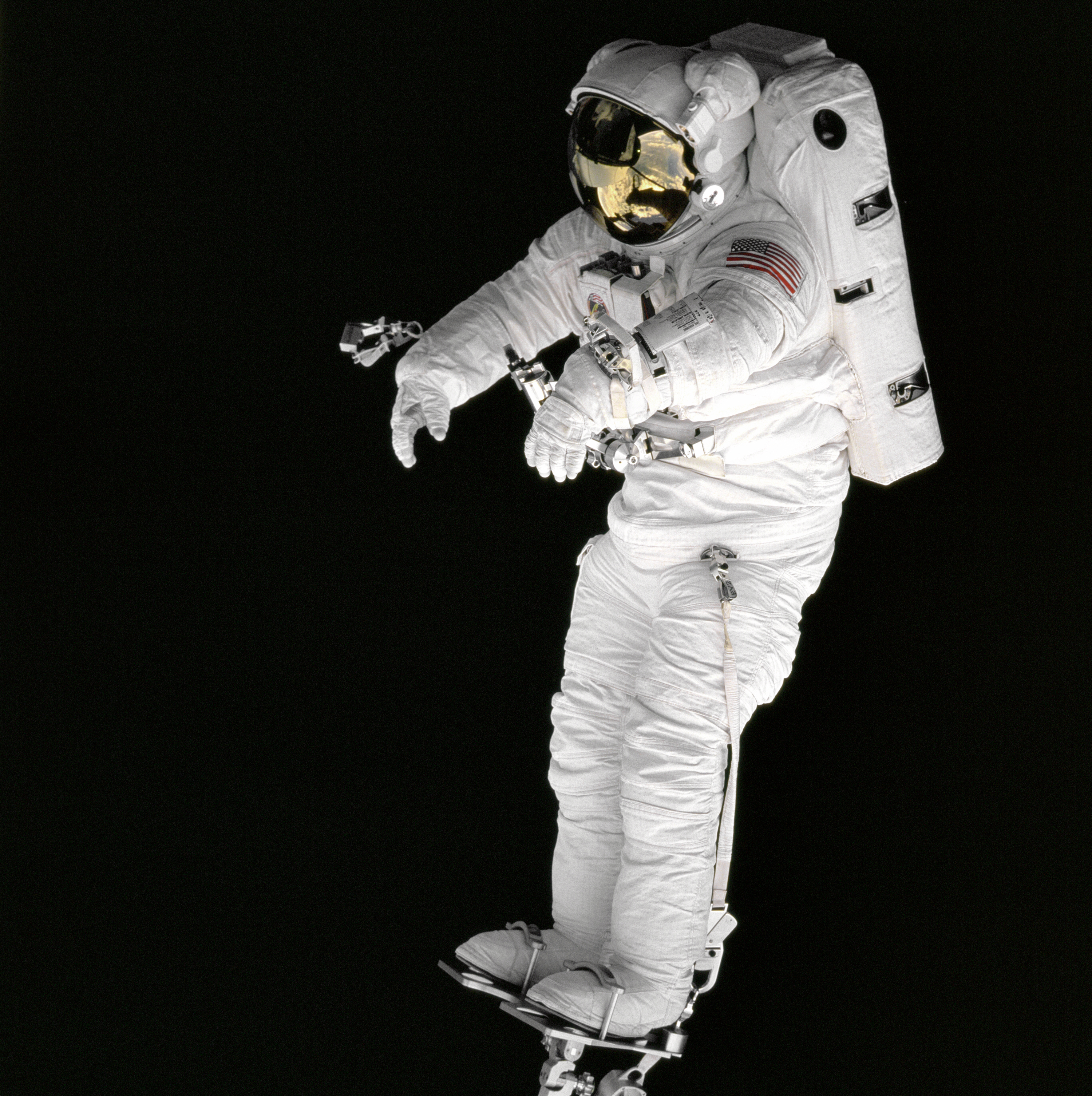 supply oxygen for astronauts - photo #17