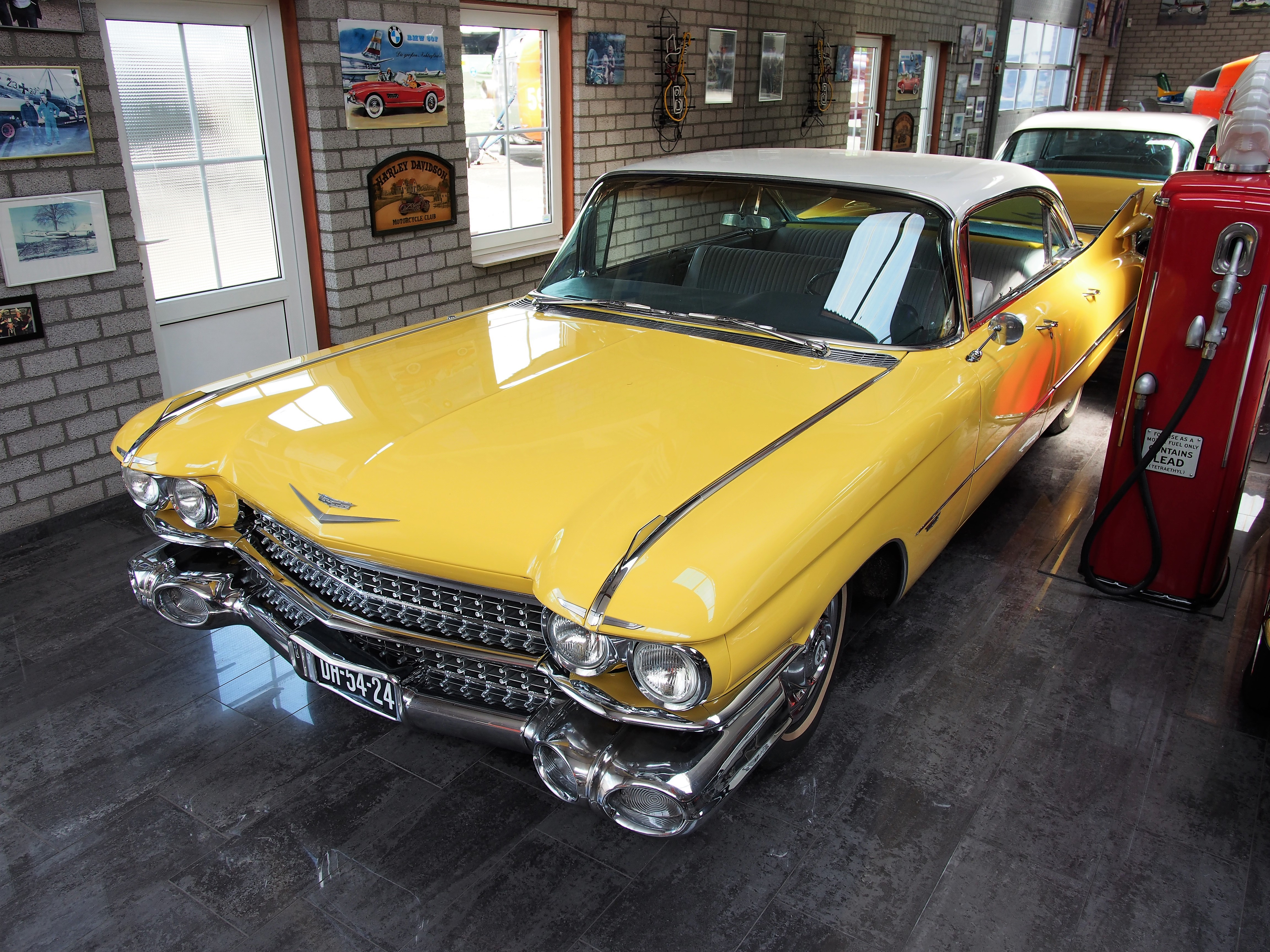 File:Yellow Cadillac at Piet Smits pic2.JPG - Wikimedia Commons