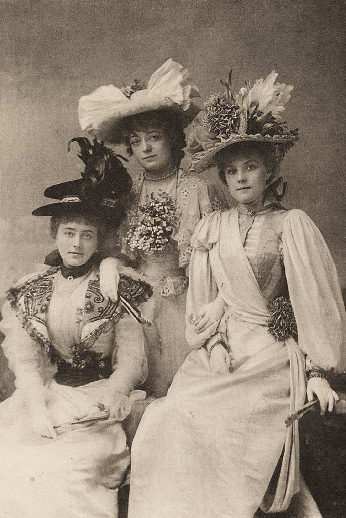 victorian women wiki In the struggle for women's rights which stems well over a century some women made great strides in changing the social mores of the day we have a lot to learn from the victorian era and how the woman's role was contained to the house and household activities, yet the men still controlled the purse strings.