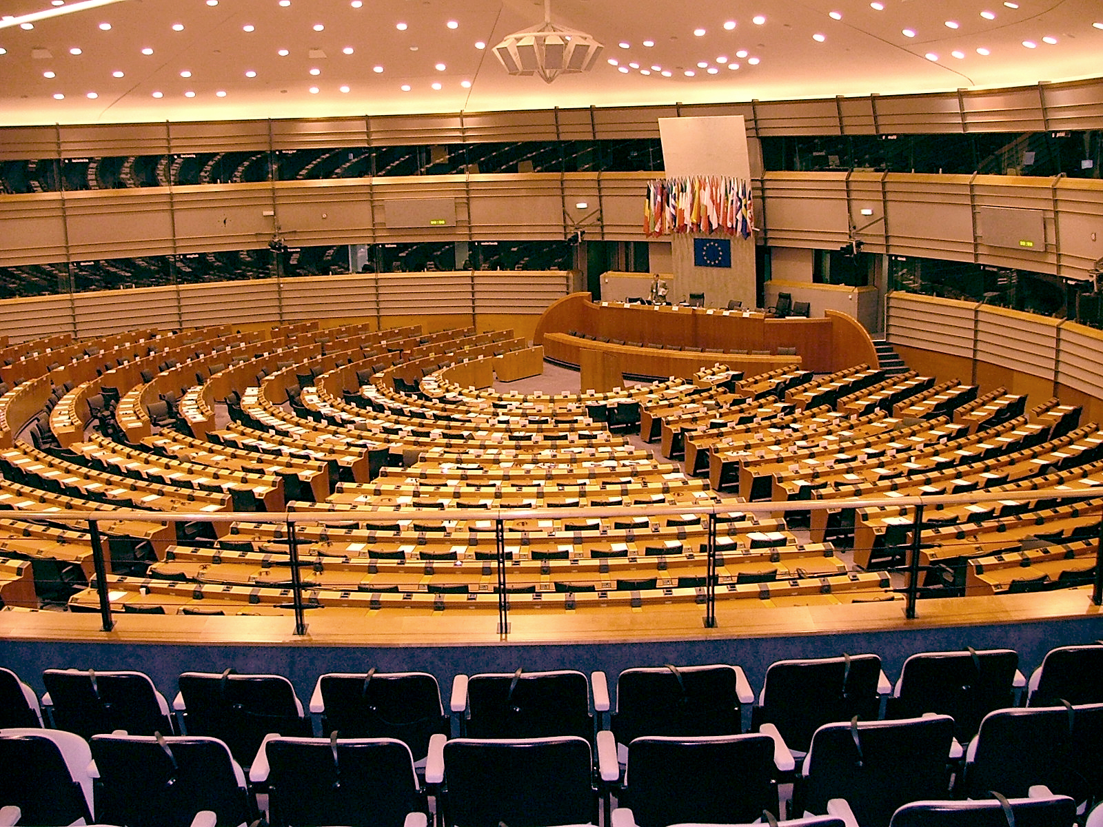 Opiniones de parlamento europeo for Parlamento it