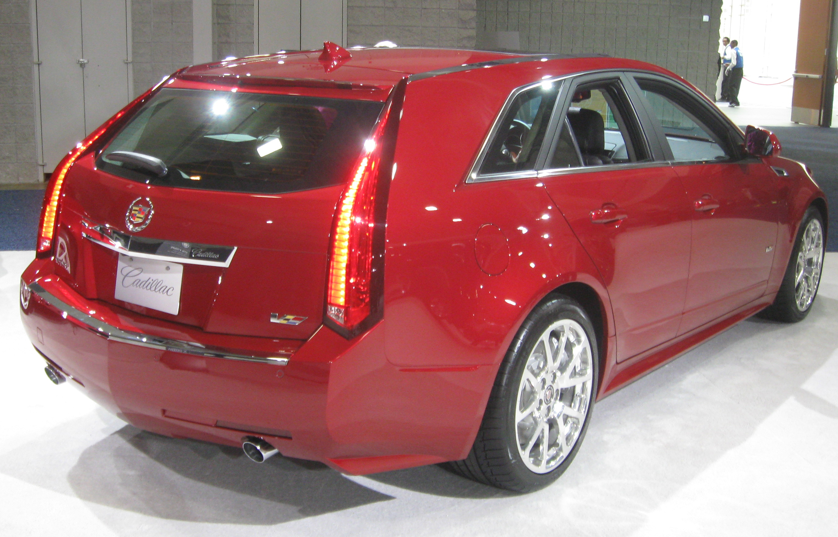 file 2011 cadillac cts v wagon rear 2011 wikimedia commons. Black Bedroom Furniture Sets. Home Design Ideas