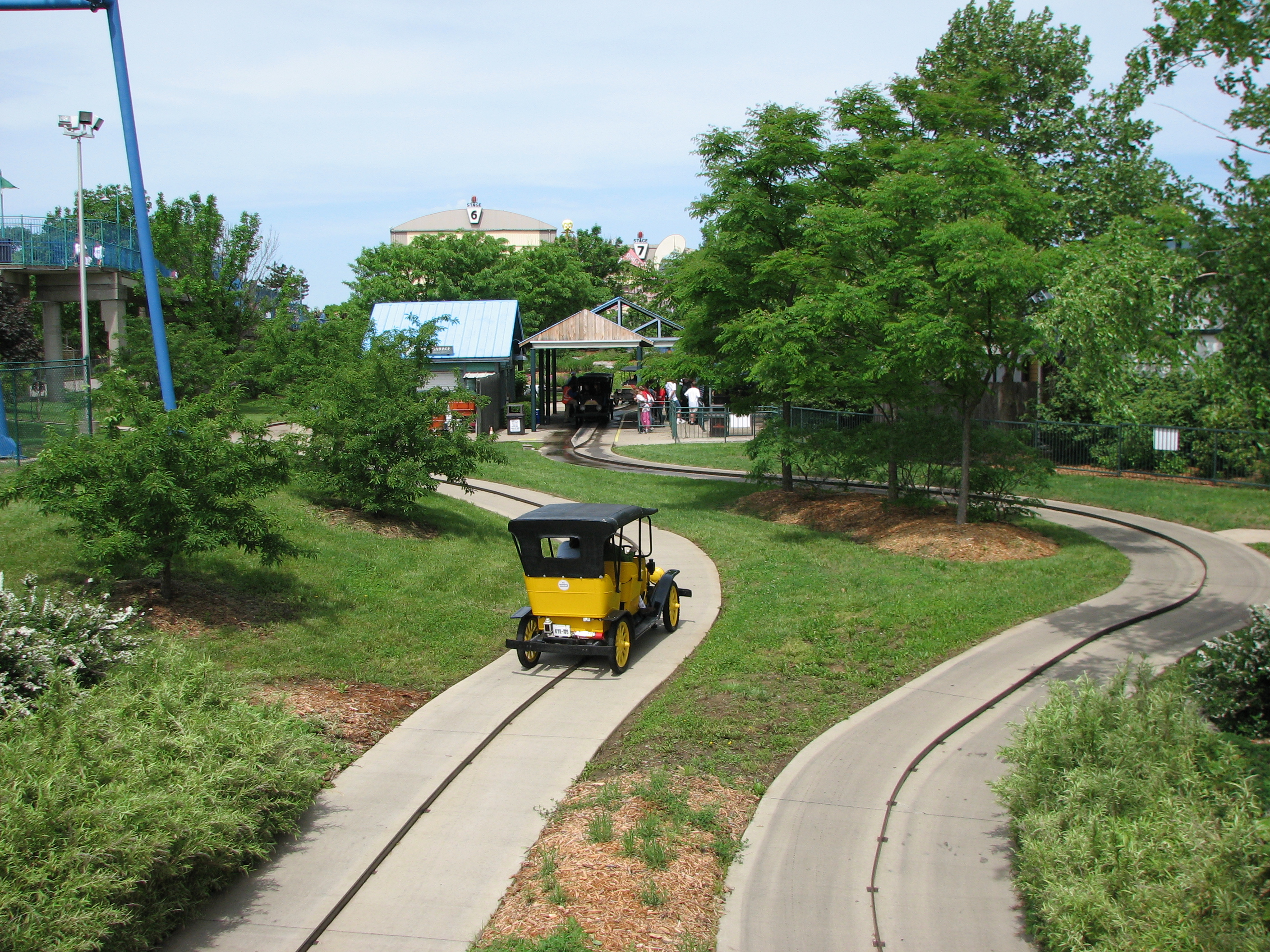 File:Antique Cars at Six Flags Kentucky Kingdom 1.jpg