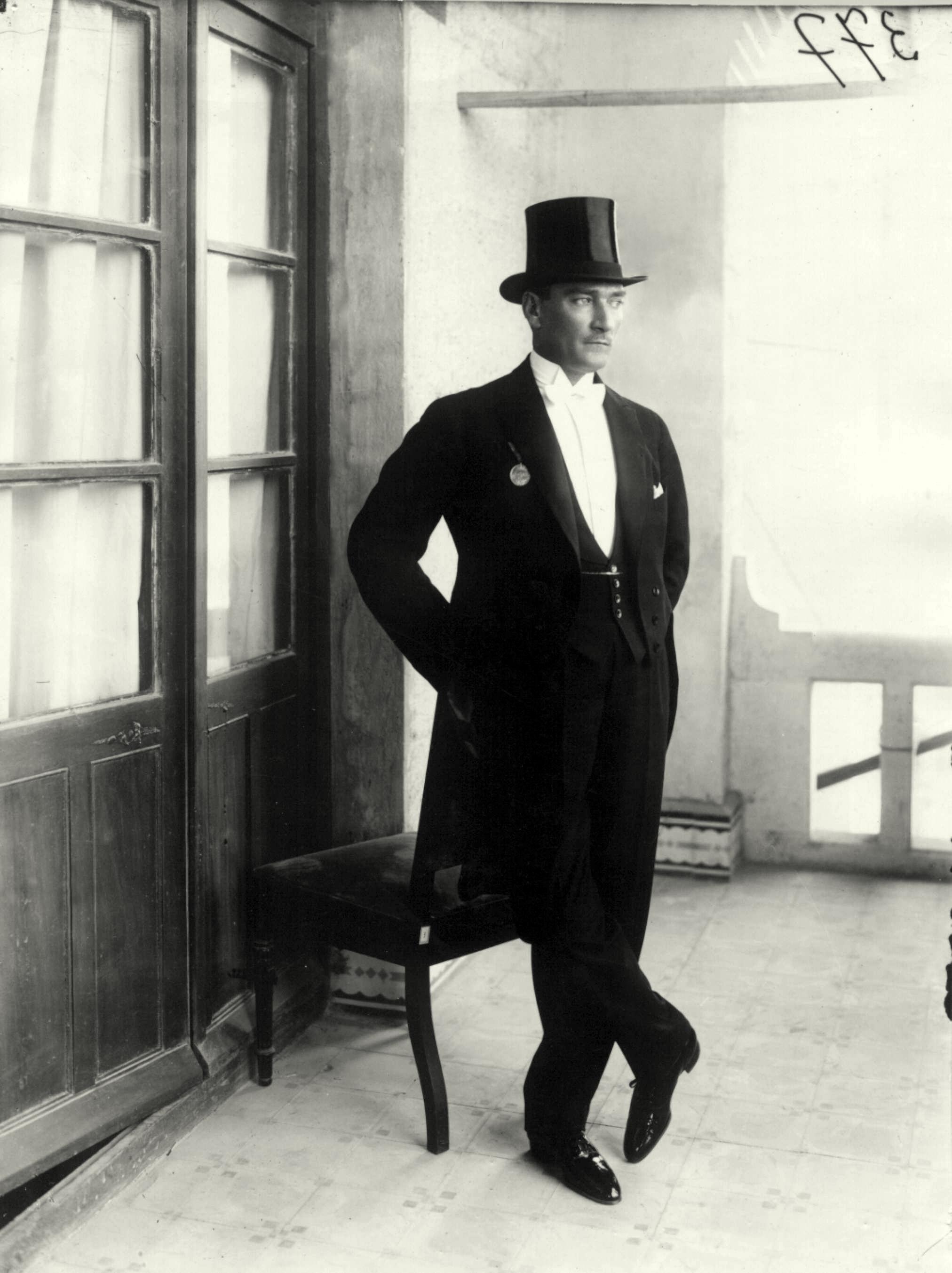 Atatürk_in_white_tie.jpg