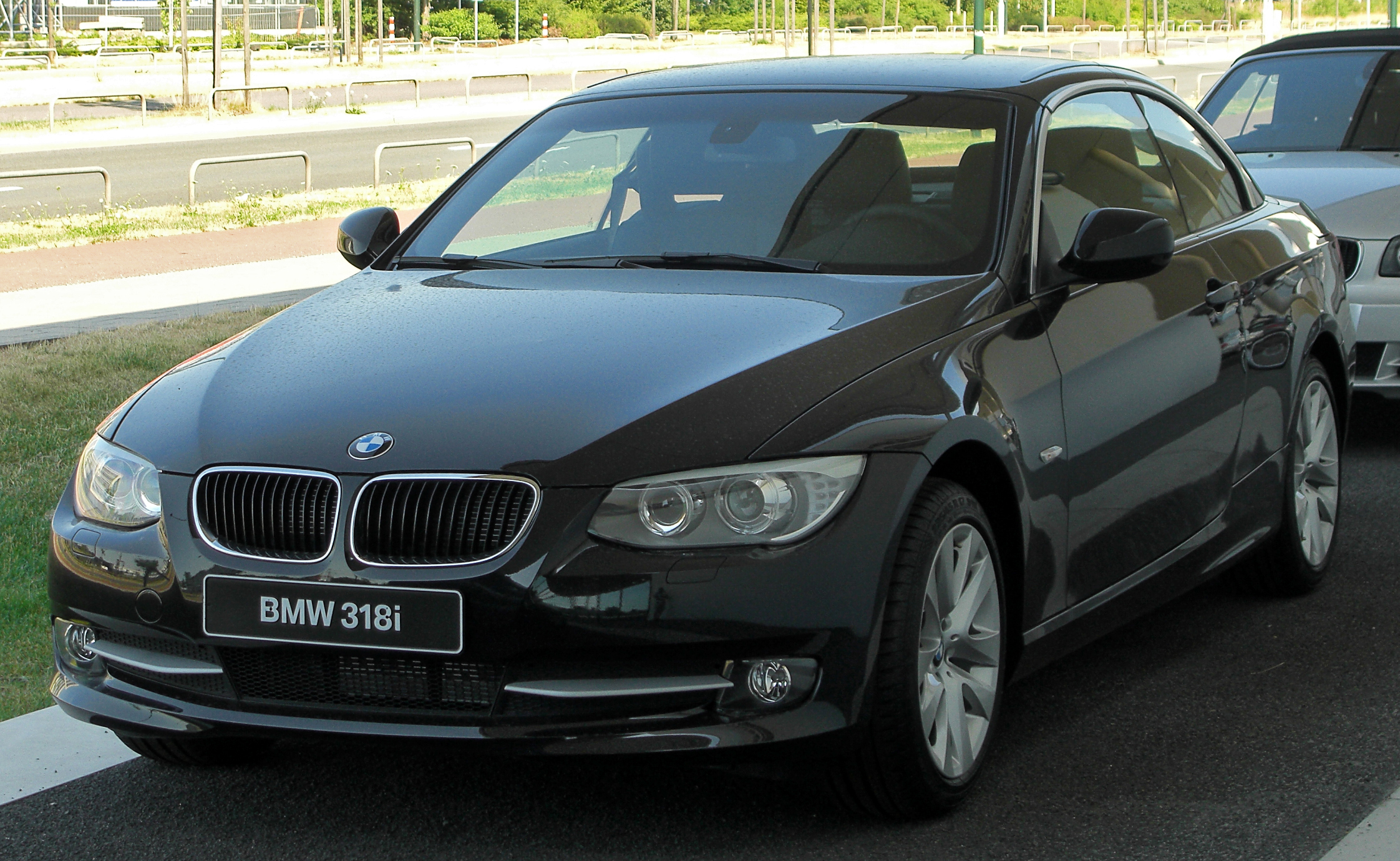 Bmw E90 Wiki >> File:BMW 318i Cabriolet (E93) Facelift front 20100718.jpg - Wikimedia Commons