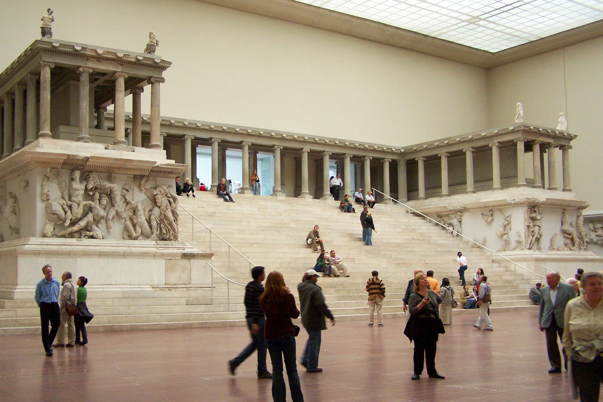 Pergamonaltar im Pergamonmuseum in Mitte