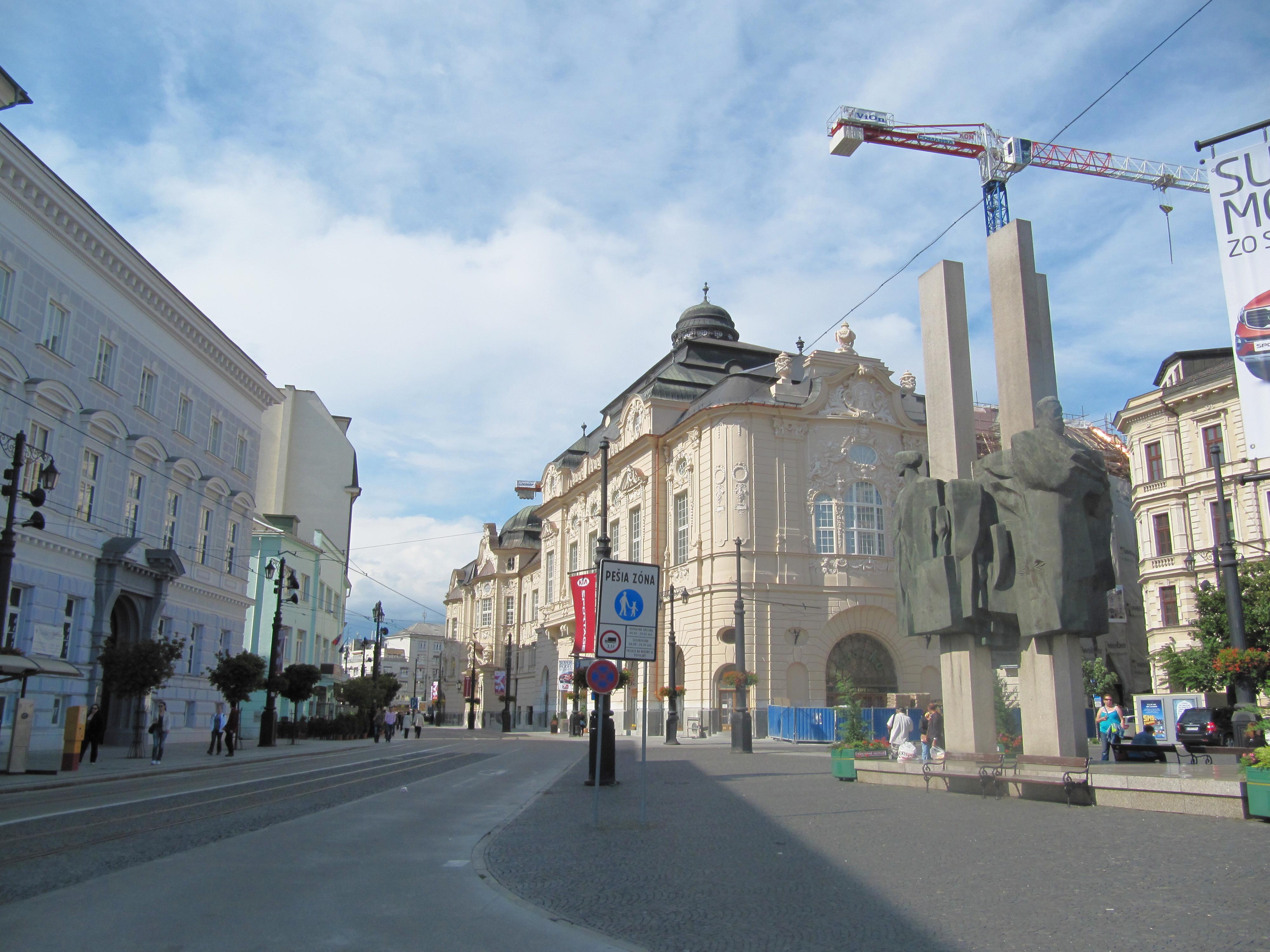 b6c4da796 File:Bratislava, námestie Ľudovíta Štúra.jpg - Wikimedia Commons