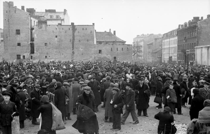 > Marché du ghetto de Varsovie, juin 1941.