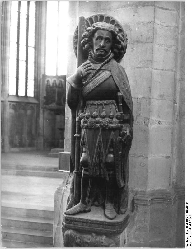 https://upload.wikimedia.org/wikipedia/commons/d/d1/Bundesarchiv_Bild_183-S1102-0305%2C_Halle%2C_Moritzkirche%2C_Statue_des_Hl._Moritz.jpg