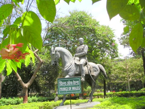 File:By 019 'Kalaghoda statue' (Mumbai).JPG