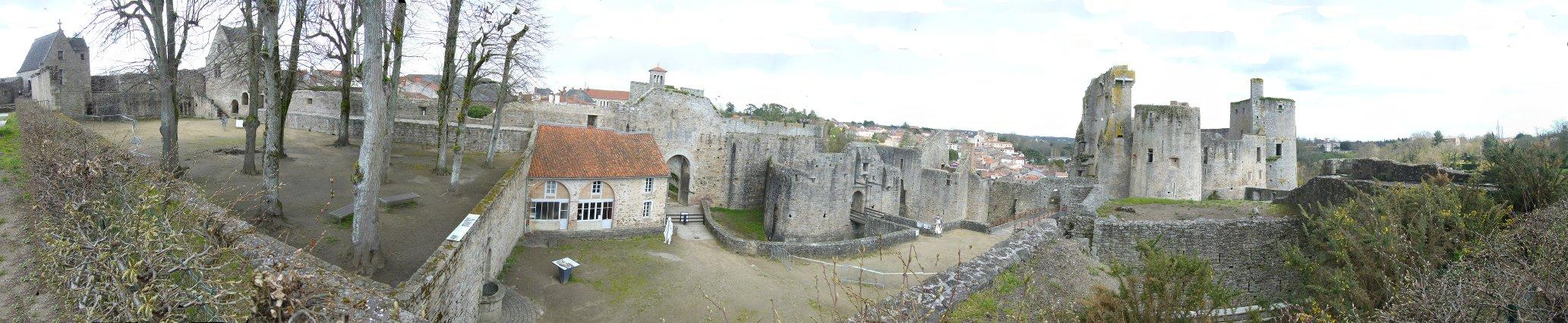 Vue panoramique du Chateau de Clisson