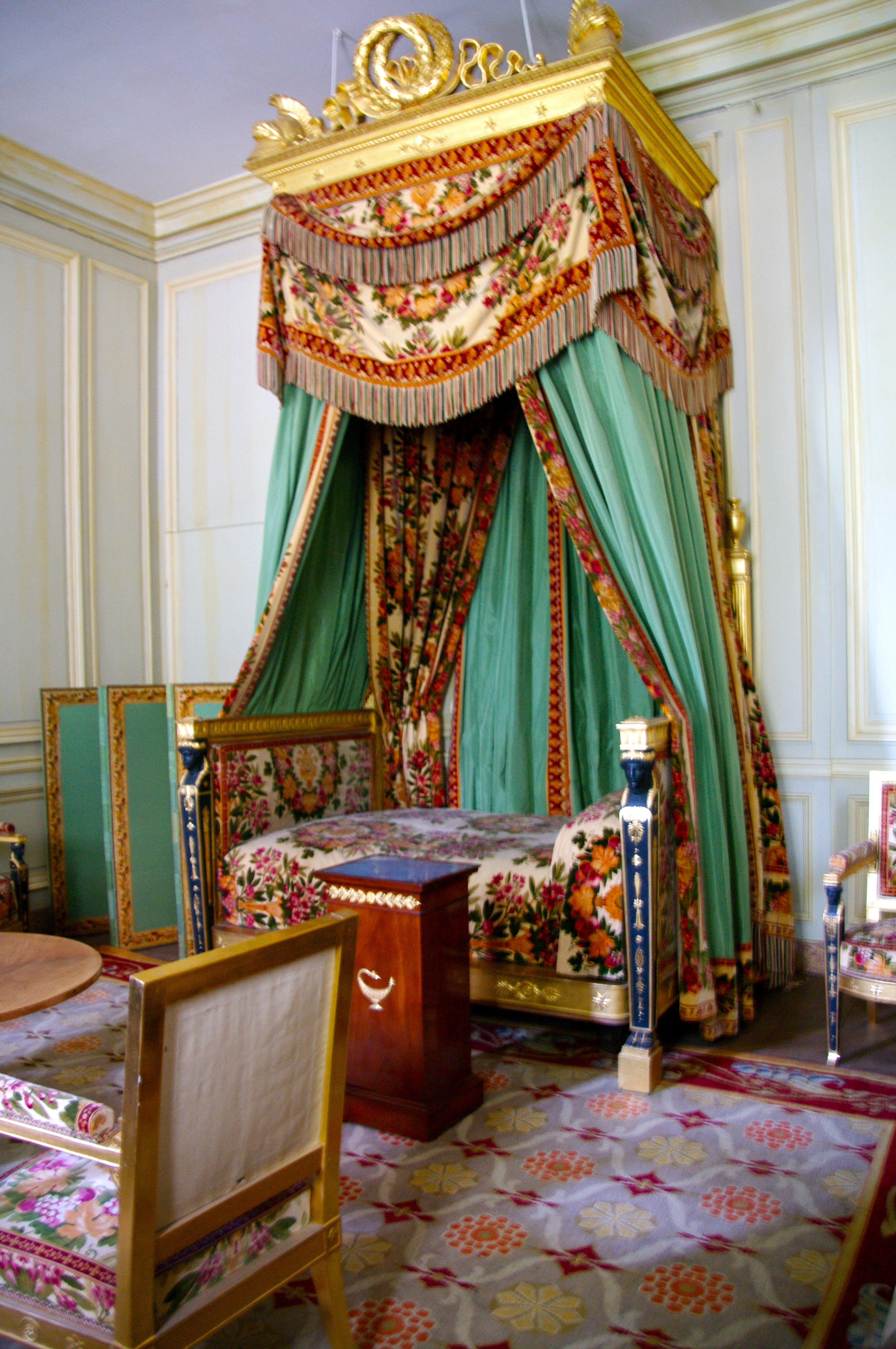 Decoration Simple Chambre Fille : Description Chambre, petit appartement de lempereur Napoléon Ier à