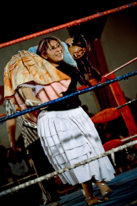 Cholita wrestling things to do in la paz bolivia