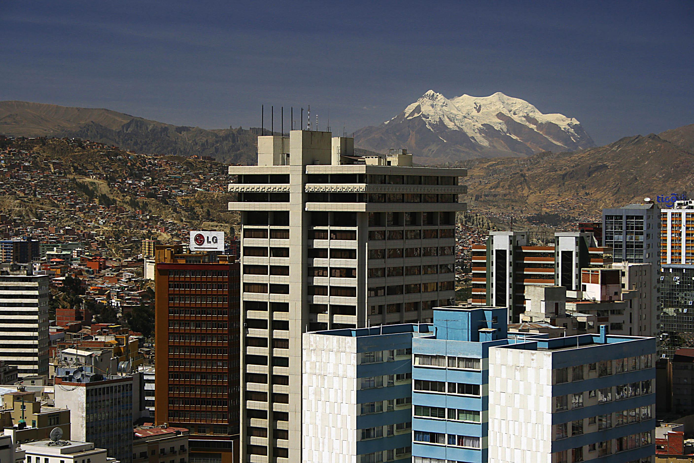 Archivo:Ciudad de La Paz y Nevado Illimani (Bolivia).jpg - Wikipedia ...