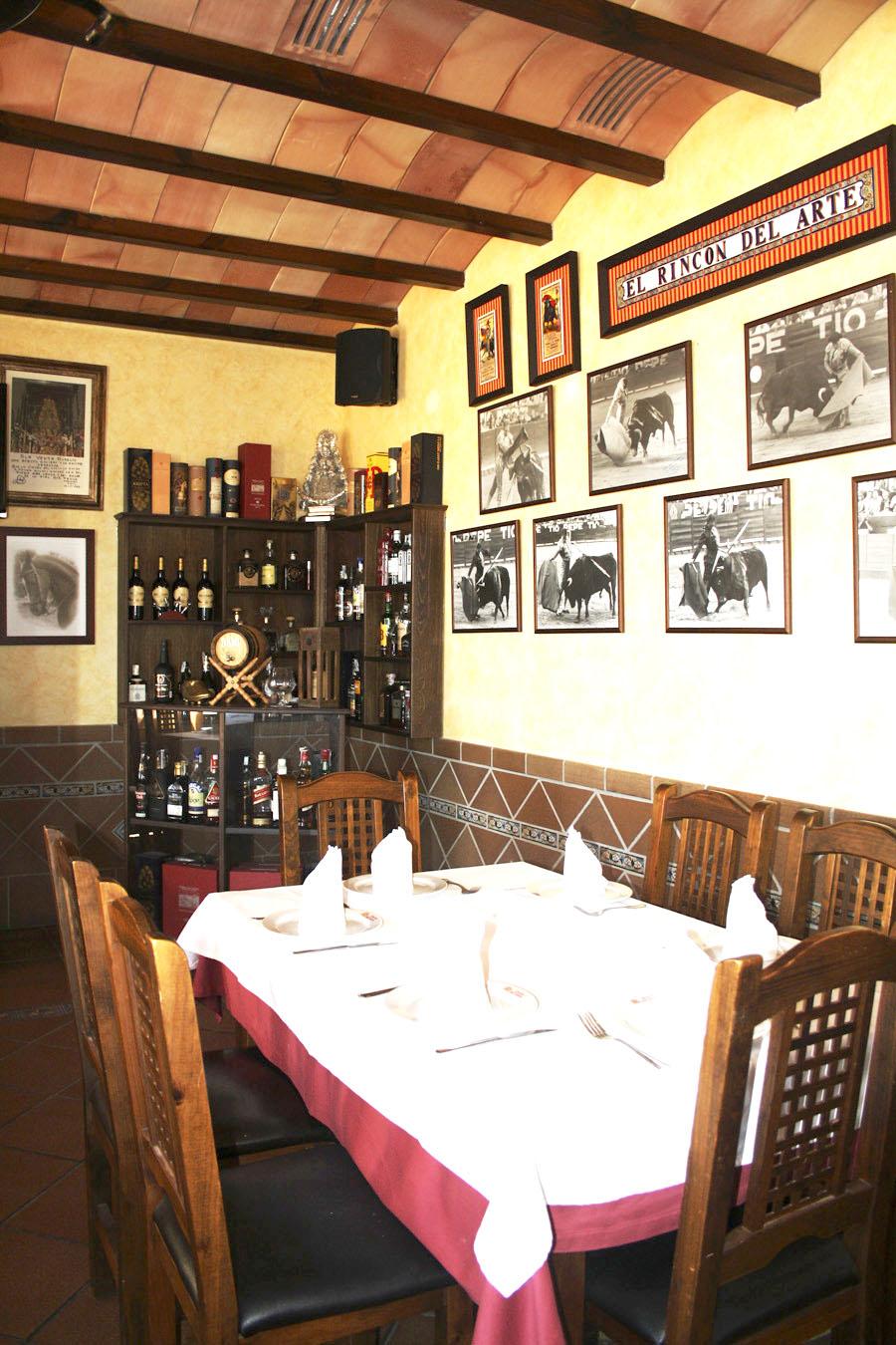 File:Comedor-taurino-restaurante-chipiona-venta-aurelio.JPG ...