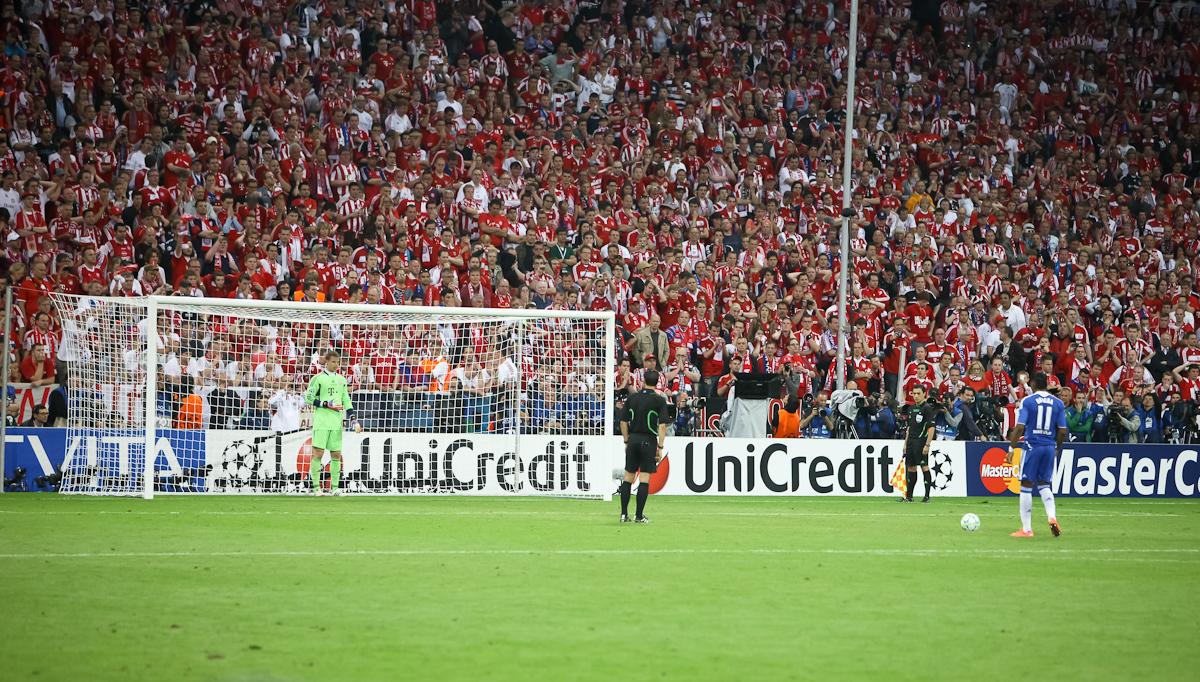 File:Didier Drogba Manuel Neuer last penalty kick Champions League ...
