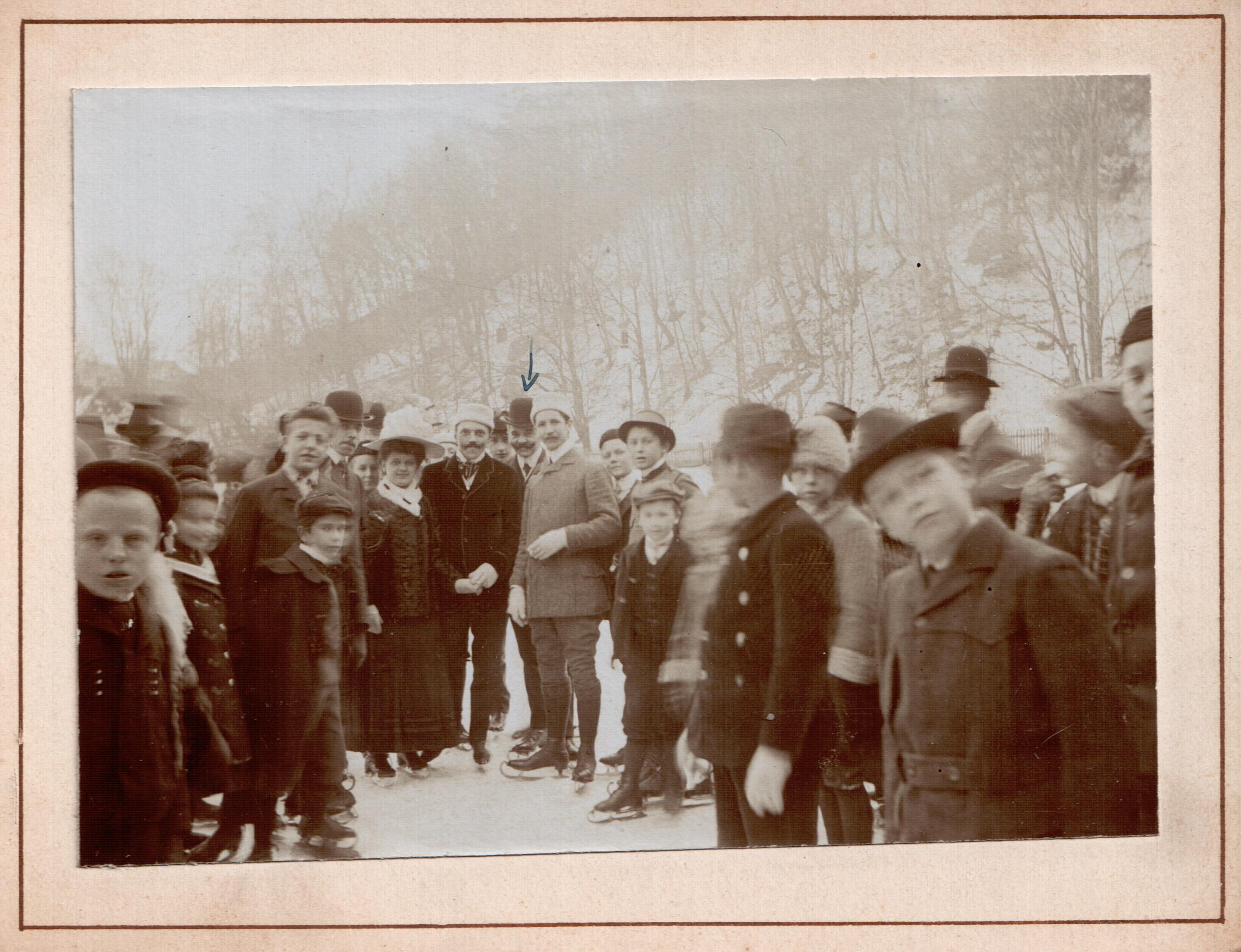 Schlittschuhläufer des Eislaufvereines der Turnhalle Graz im Jahre 1909
